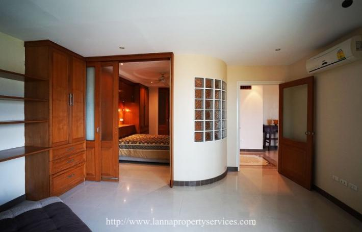 Luxury condo for rent with view of Mengrai Anuson Bridge and Ping river.