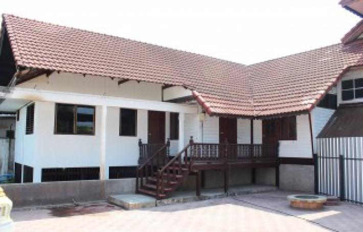 House for rent in the center of town at Thipanet road mueang Chiang mai.